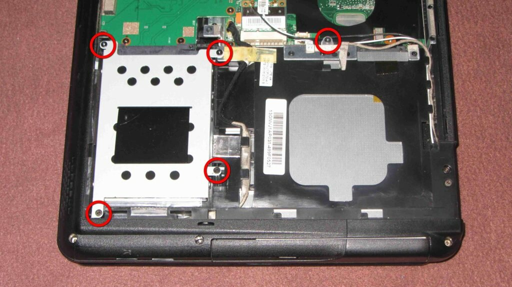 Демонтаж жесткого диска и привода DVD